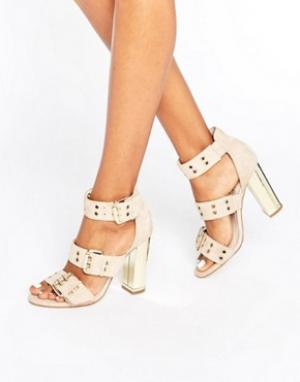 Office Замшевые сандалии на каблуке с ремешками и люверсами Shots. Цвет: бежевый