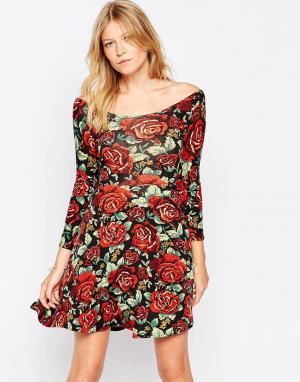 Club L Короткое приталенное платье с розами и завязкой сзади. Цвет: черный