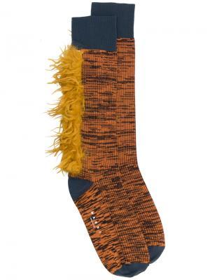 Меланжевые носки с меховой отделкой Marni. Цвет: жёлтый и оранжевый