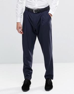ASOS Строгие брюки с заниженным шаговым швом. Цвет: темно-синий