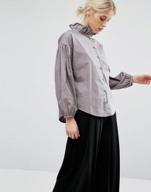 Zacro Блузка с воротником рюшами и эффектными рукавами. Цвет: серый