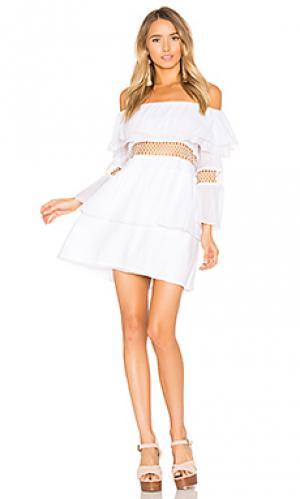 Свободное платье с открытыми плечами Suboo. Цвет: белый
