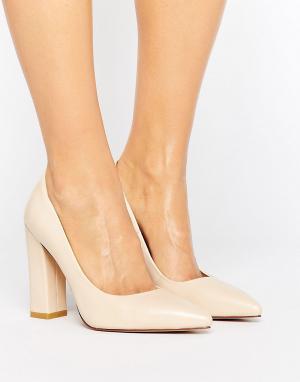 Raid Кремовые туфли на блочном каблуке с острым носом Delora. Цвет: кремовый
