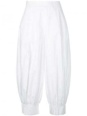 Плиссированные укороченные брюки Delpozo. Цвет: белый