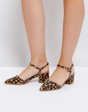 Truffle Collection Туфли на каблуке средней высоты с ремешком вокруг щиколотки и заострен. Цвет: мульти