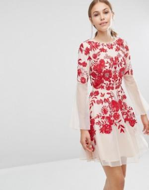 Frock and Frill Приталенное платье с вышивкой. Цвет: розовый