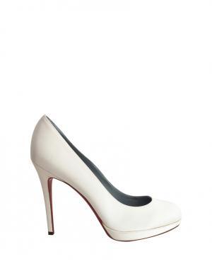 Туфли Christian Louboutin. Цвет: молочный