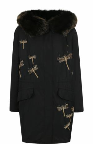 Парка с контрастной вышивкой и меховой отделкой капюшона Yves Salomon. Цвет: черный
