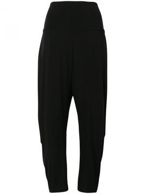 Мягкие укороченные брюки Issey Miyake. Цвет: чёрный