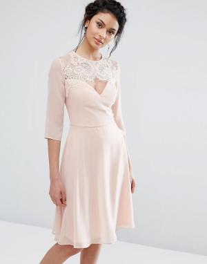 Elise Ryan Кружевное платье миди с вырезом в форме сердца и рукавами 3/4 Ry. Цвет: розовый