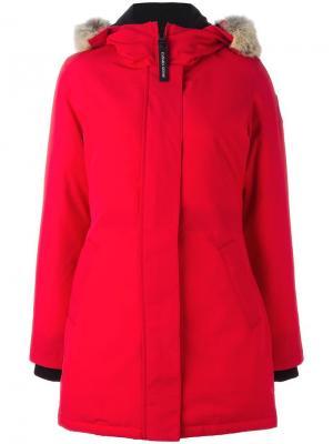 Пальто-пуховик Canada Goose. Цвет: красный