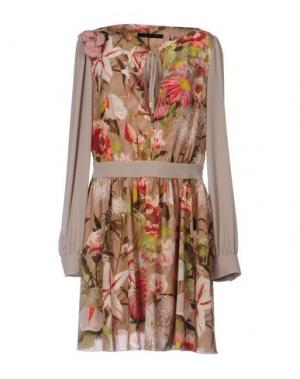 Короткое платье TENAX. Цвет: бежевый