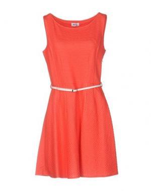 Короткое платье KATE. Цвет: коралловый