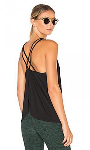 Гладкая майка со складками и перекрестными шлейками сзади Beyond Yoga. Цвет: черный