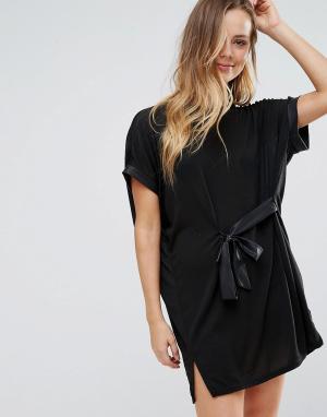 Wal G Платье-туника с поясом. Цвет: черный