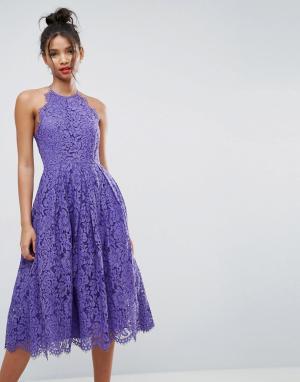 ASOS Кружевное платье миди для выпускного с фигурными краями. Цвет: фиолетовый