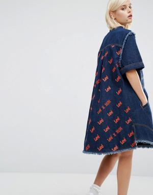 House of Holland Джинсовое платье-рубашка с логотипом сзади x Lee. Цвет: синий