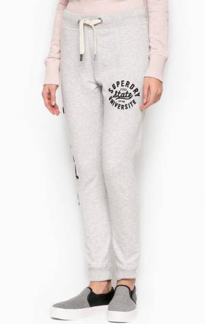 Серые хлопковые брюки с логотипом Superdry. Цвет: серый