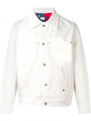 Куртка-бомбер с нашивкой логотипа Tommy Jeans. Цвет: белый