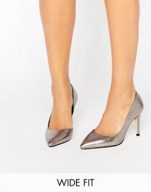 Faith Wide Fit Туфли-лодочки металлик для широкой стопы Chloe. Цвет: серебряный