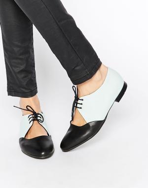 Miista Кожаные туфли на плоской подошве с вырезами и шнуровкой Tasha. Цвет: мятный