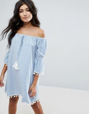 America & Beyond Пляжное платье в полоску с открытыми плечами. Цвет: синий