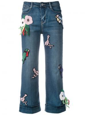 Укороченные джинсы с вязаными заплатками Michaela Buerger. Цвет: синий