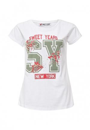 Футболка Sweet Years. Цвет: белый