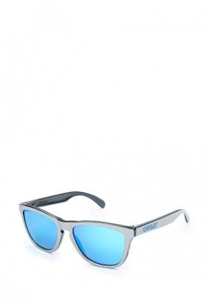 Очки солнцезащитные Oakley. Цвет: серебряный