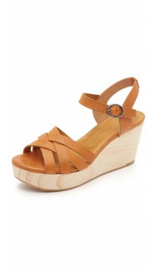 Сандалии на танкетке Ephedra Coclico Shoes. Цвет: карамельный