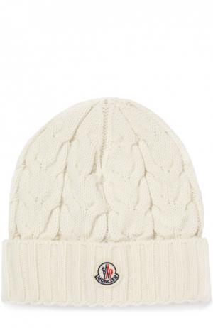 Вязаная шапка с фактурным узором Moncler Enfant. Цвет: белый