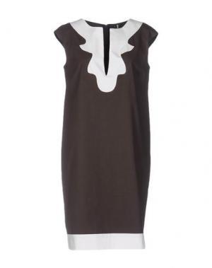 Короткое платье 1-ONE. Цвет: темно-коричневый