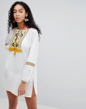 Liquorish Пляжное платье с вышивкой. Цвет: белый