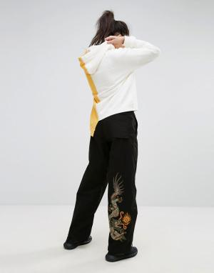 Maharishi Широкие брюки с вышитым драконом. Цвет: черный