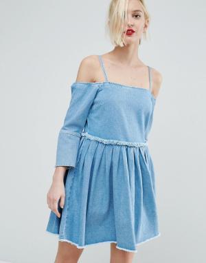 ASOS Выбеленное голубое джинсовое платье с открытыми плечами и складками AS. Цвет: синий