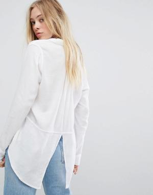 Hollister Рубашка бойфренда с разрезом на спине. Цвет: белый