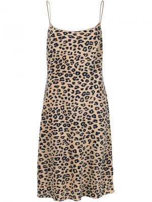 Платье с леопардовым принтом Equipment. Цвет: телесный