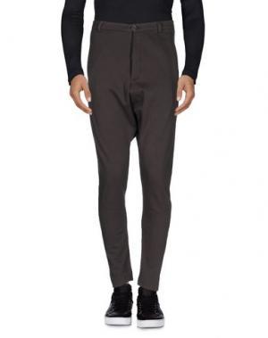 Повседневные брюки FIRST AID TO THE INJURED. Цвет: стальной серый