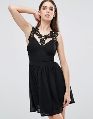 Club L Короткое приталенное платье с отделкой кроше и плиссировкой. Цвет: черный