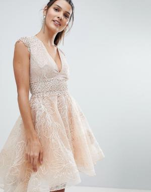 Bronx and Banco Короткое приталенное платье с декоративной отделкой. Цвет: бежевый
