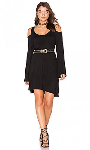 Мини платье с двойным v-образным вырезом и открытыми плечами Chaser. Цвет: черный