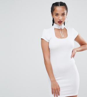 ASOS Petite Платье мини с чокером и шнуровкой. Цвет: белый