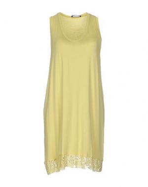 Короткое платье TO-MAY. Цвет: светло-желтый