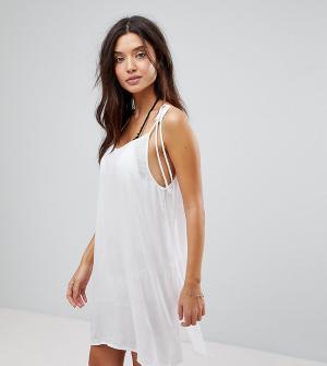 Akasa Белое пляжное платье с завязками на плечах. Цвет: белый