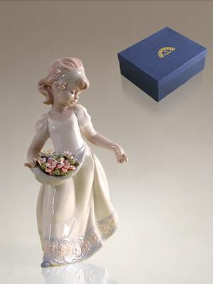 Фигурка Девочка Pavone. Цвет: белый (осн.), розовый