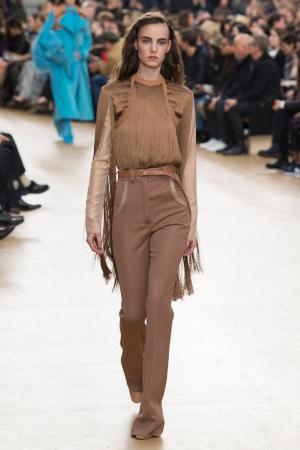 Расклешенные бежевые брюки Nina Ricci. Цвет: бежевый