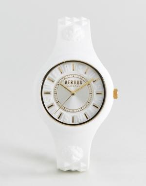 Versus Versace Белые часы с силиконовым ремешком SOQ04 Fire Island. Цвет: белый