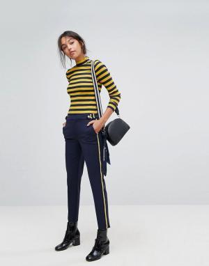 Esprit Суженные книзу брюки в стиле милитари с полосками по бокам. Цвет: синий