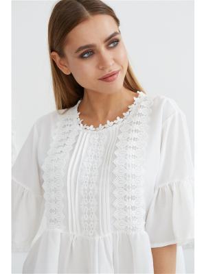 Блузка с кружевом Self Made. Цвет: белый