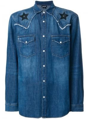 Джинсовая рубашка с заплатками в виде звезд Just Cavalli. Цвет: синий